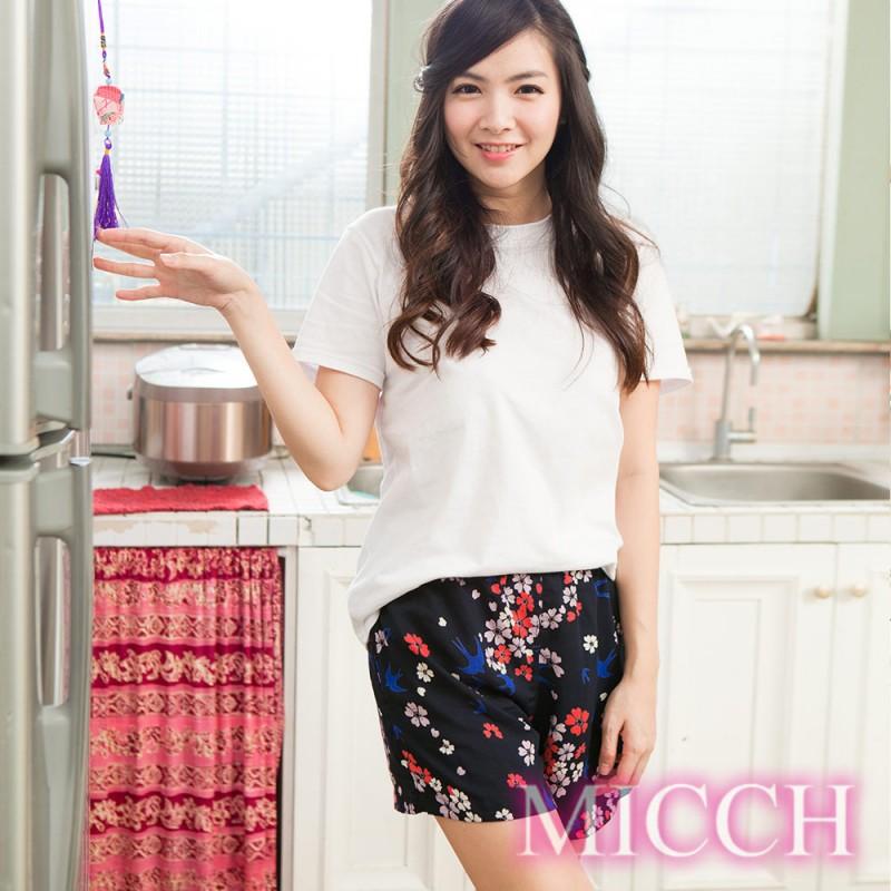 MICCH 涼夏輕薄透氣 嫘縈棉柔 MIT休閒短褲(燕舞花季)